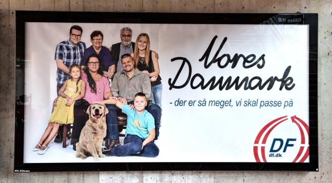 DF plakat på Solrød station