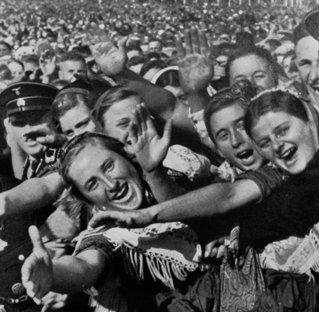 Unter-Hitlers-Fuehrung-errichteten-die-Nationalsozialisten-im-Deutschen-Reich